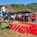 Artistas del trial y del baile sobre la bicicleta para animar cada etapa de La Vuelta